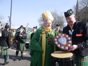 Ian Grant with The Pipe Major Frank Brennen Shield